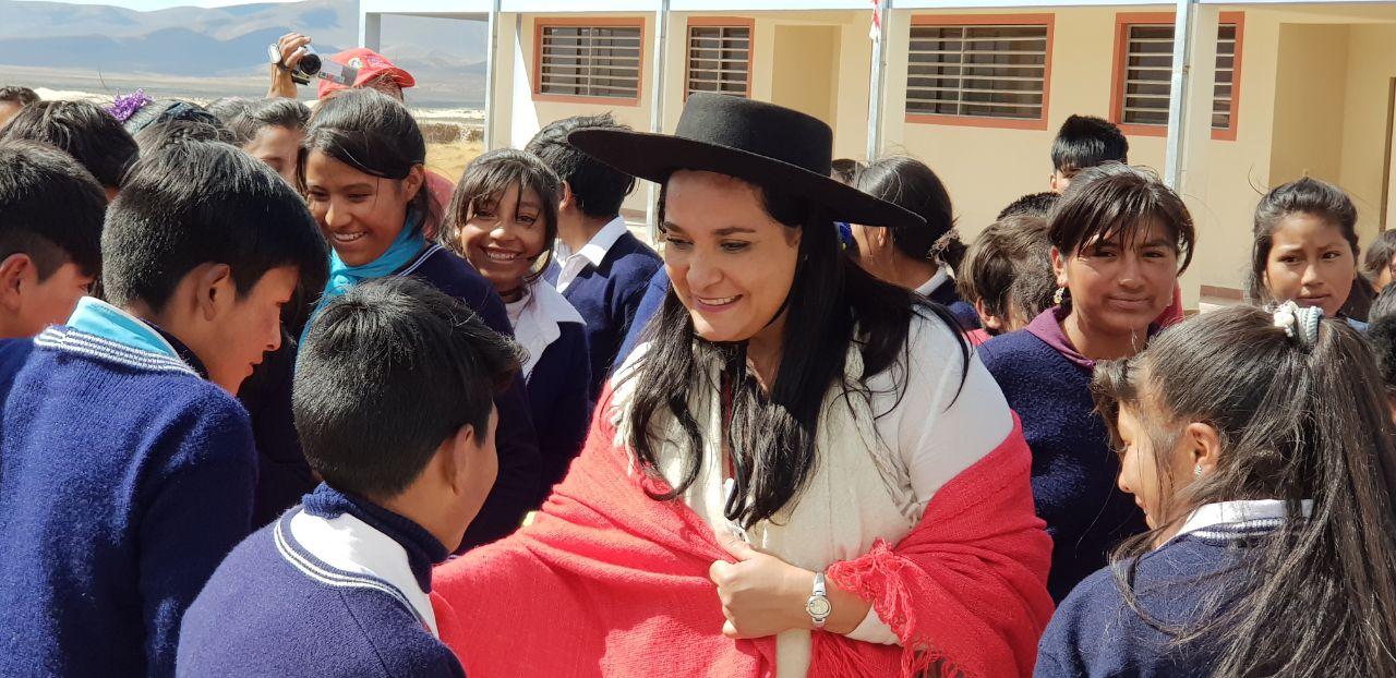 """Campaña """"Un cuaderno por una sonrisa"""" benefició a más de 2.700 niños"""