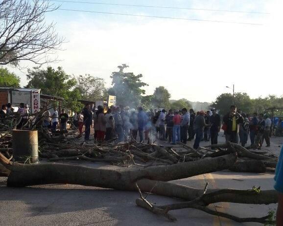 Macharetí radicalizan bloqueo en ruta Santa Cruz-Yacuiba