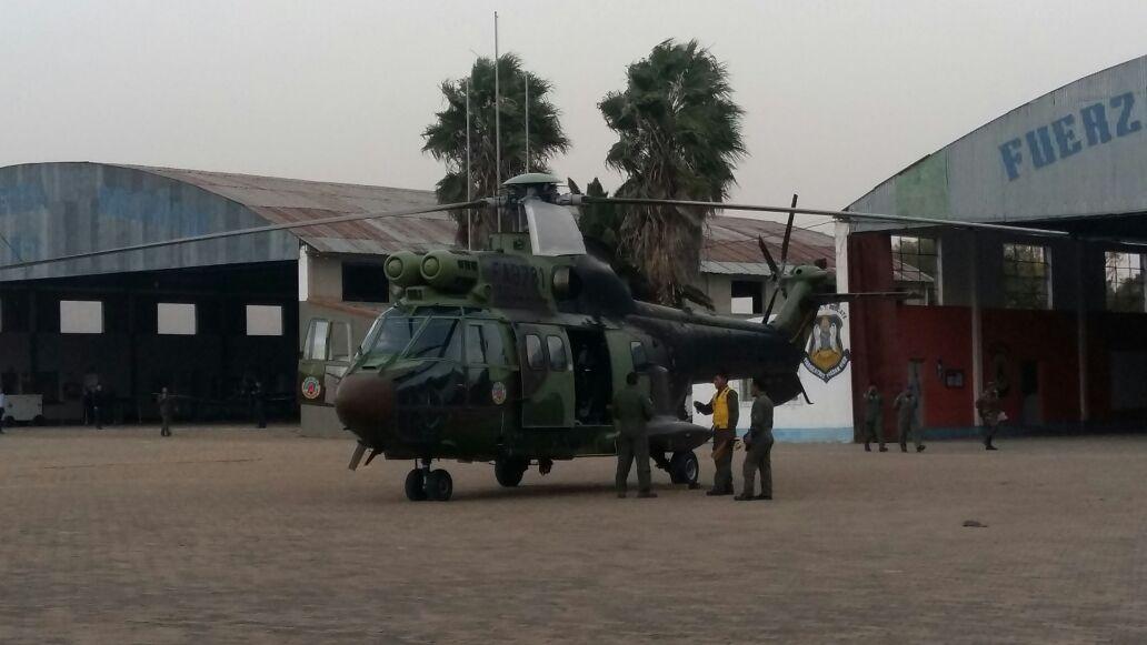 Un helicóptero y 350 personas esperan sofocar el fuego de zona de Pinos esta jornada