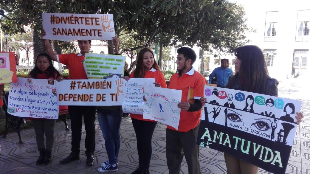 Jóvenes concientizan sobre el consumo de drogas y alcohol en Tarija