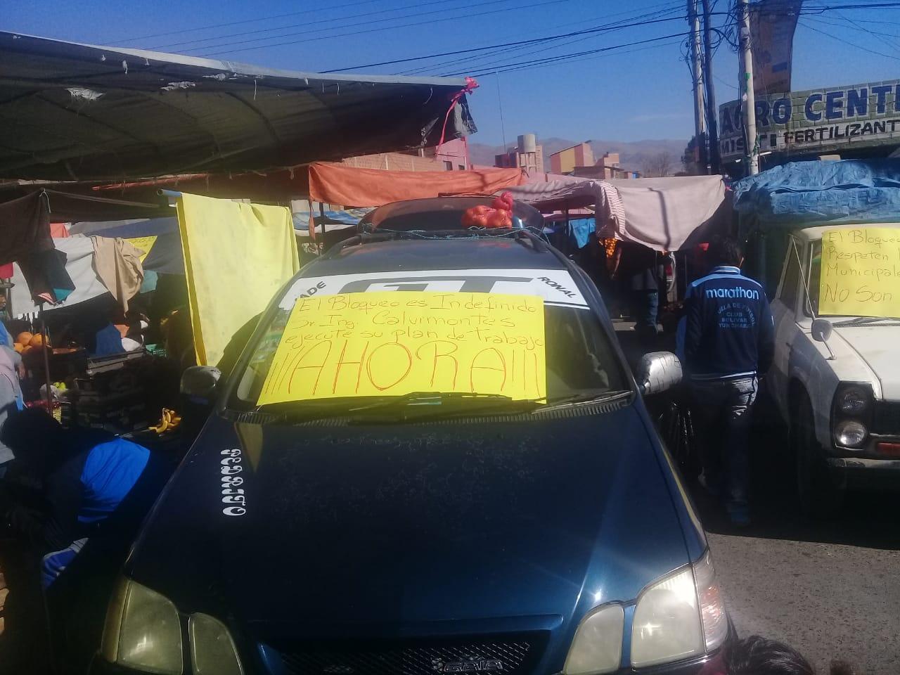 Continúa bloqueo en Mercado Campesino e intendente pide esperar Normativa