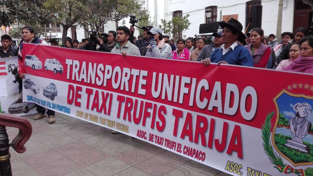 Marcha y caravana de taxi trufis se movilizan en Tarija (Videos)