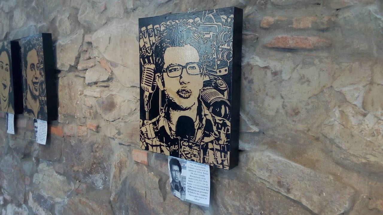 Inauguran exposición de cuadros en homenaje a periodistas desaparecidos
