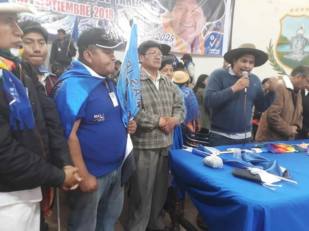 Entre golpes, campesinos imponen a Carlos Acosta como nuevo líder del MAS - Tarija