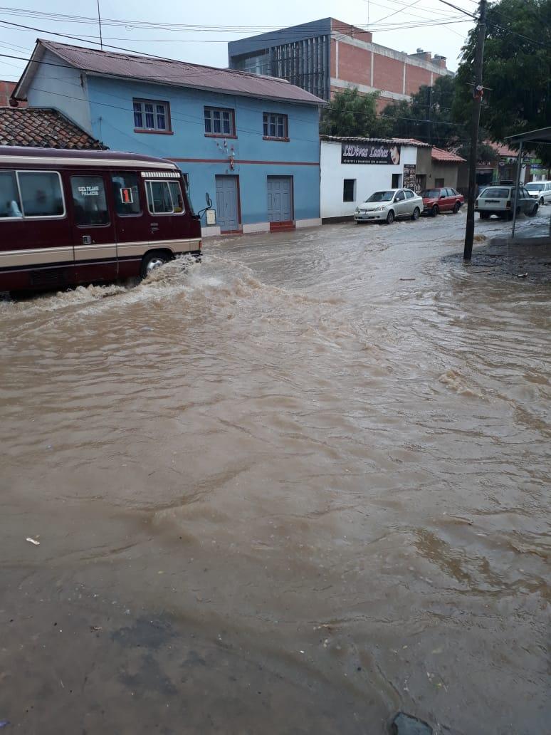 Despliegan maquinaria pesada para evitar desastres a causa de las lluvias en Tarija
