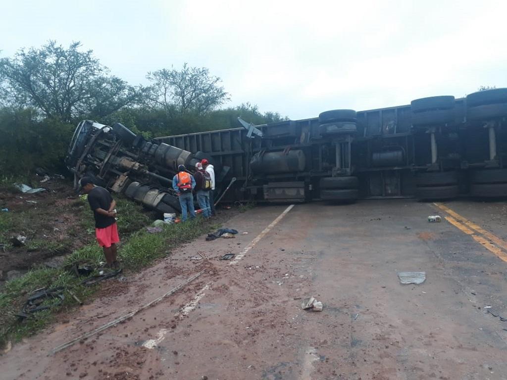 Fallece conductor de camión en la ruta 9, luego de impactar con promontorio de tierra no retirados del bloqueo