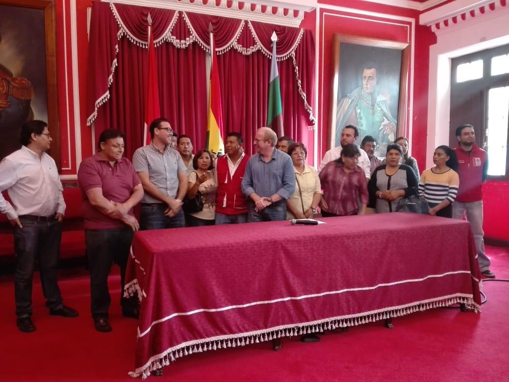 Firman contrato de Mitigación de Olores para el barrio San Luis