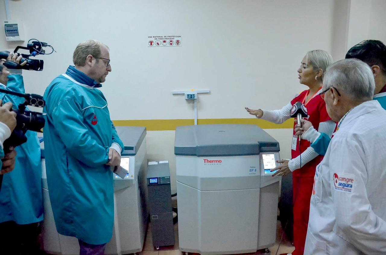 Entregan dos nuevos equipos para el Banco de Sangre