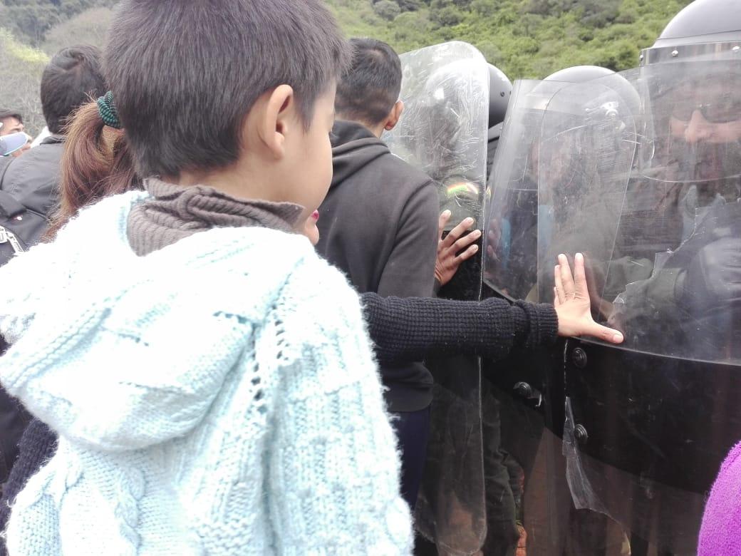 Ministerio de Hidrocarburos rompe el cerco con violencia policial e ingresa a Tariquía