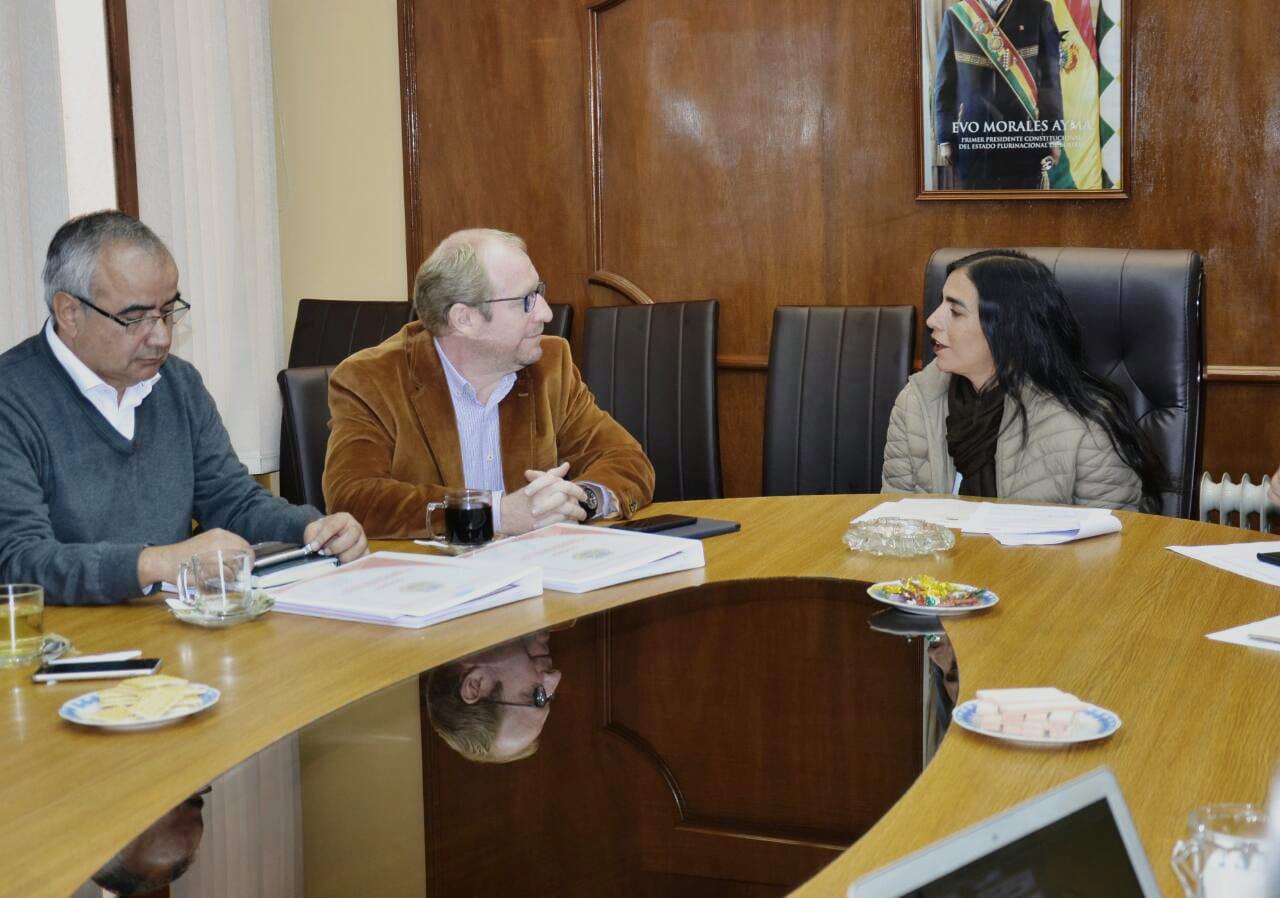 SUS y Susat acercan posiciones tras reunión en La Paz