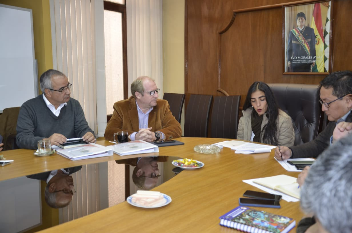 Tariquía se cruza con el SUS en la agenda de Oliva en La Paz