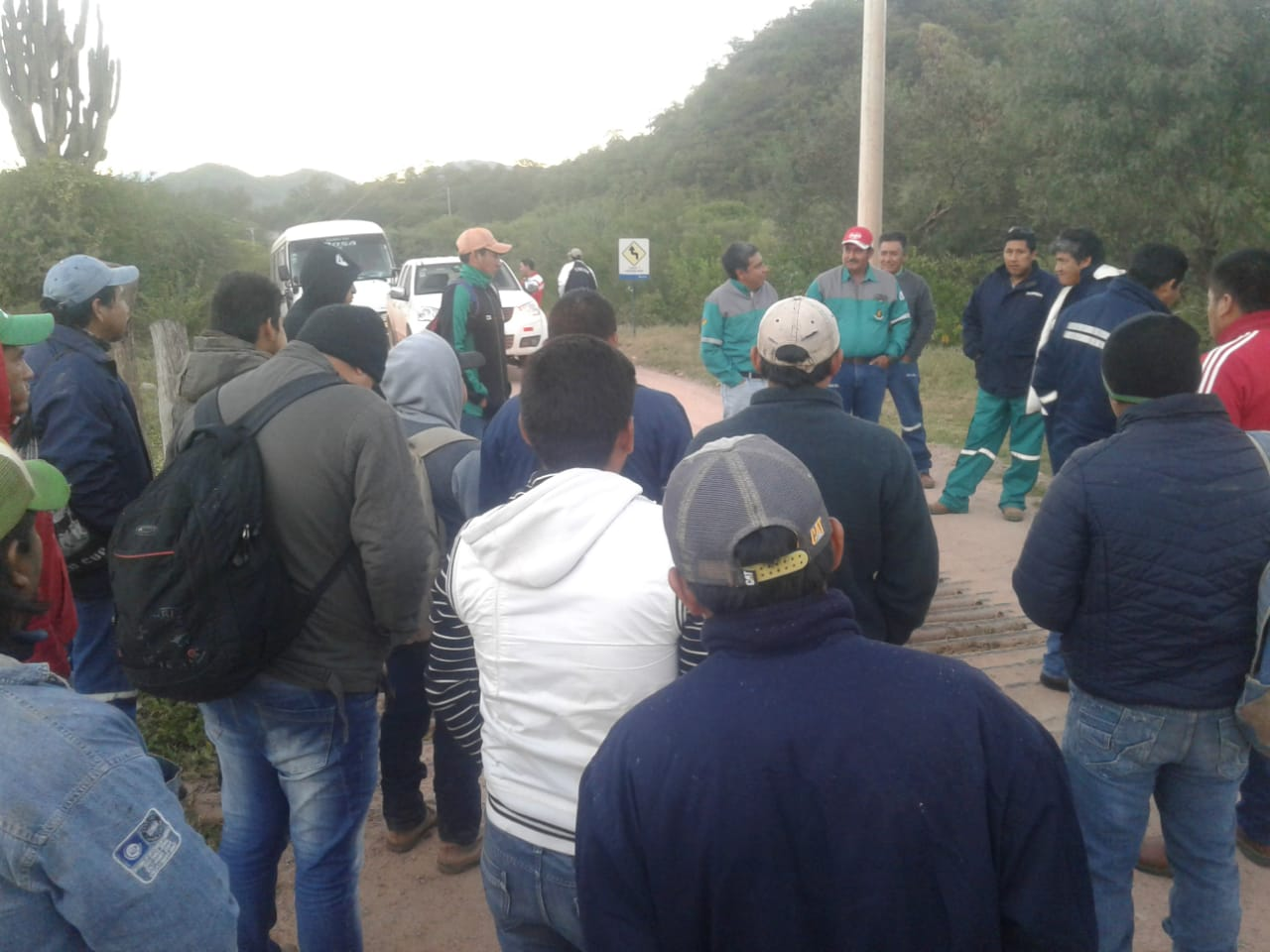Comunarios de Palos Blancos bloquean ingreso al Campo Margarita