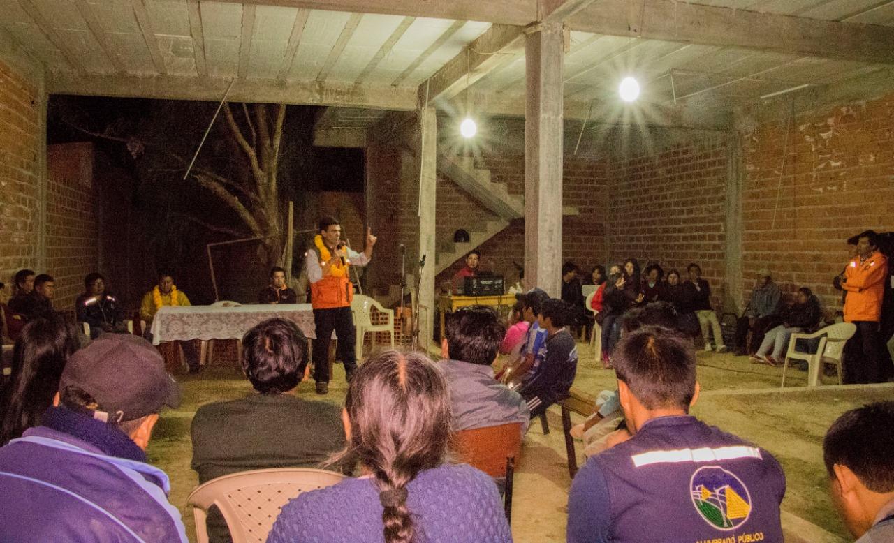 Alcalde Paz inaugura luminarias para el barrio El Rosal de Tarija