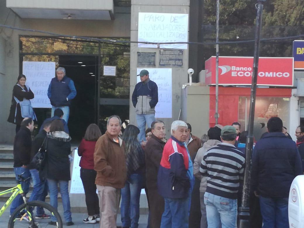 Trabajadores de Cosset cumplen paro de 24 horas por impago de sueldos