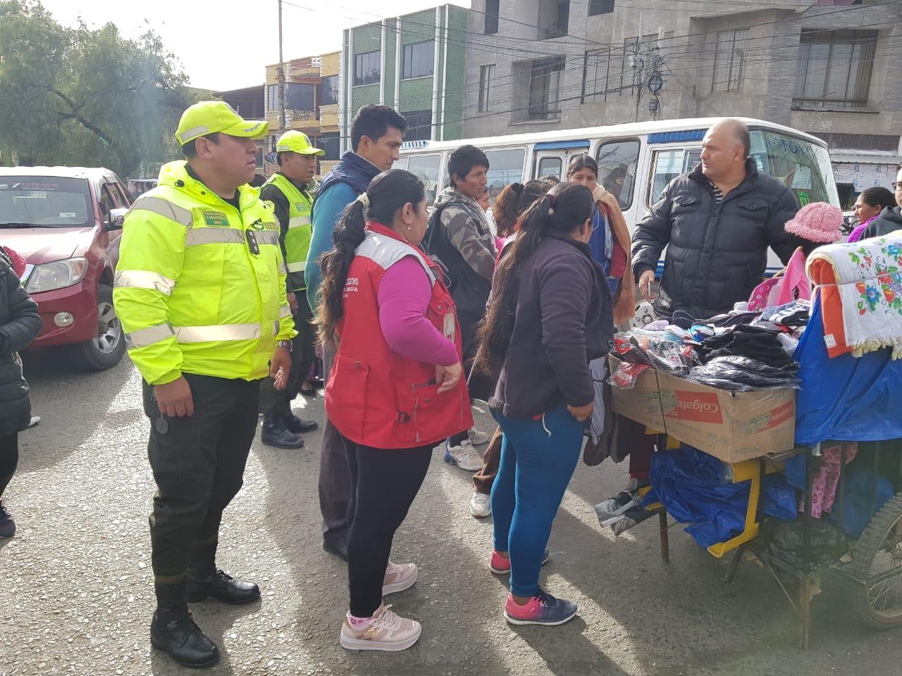 Alcaldía de Tarija trabaja en el ordenamiento de la zona del mercado Campesino