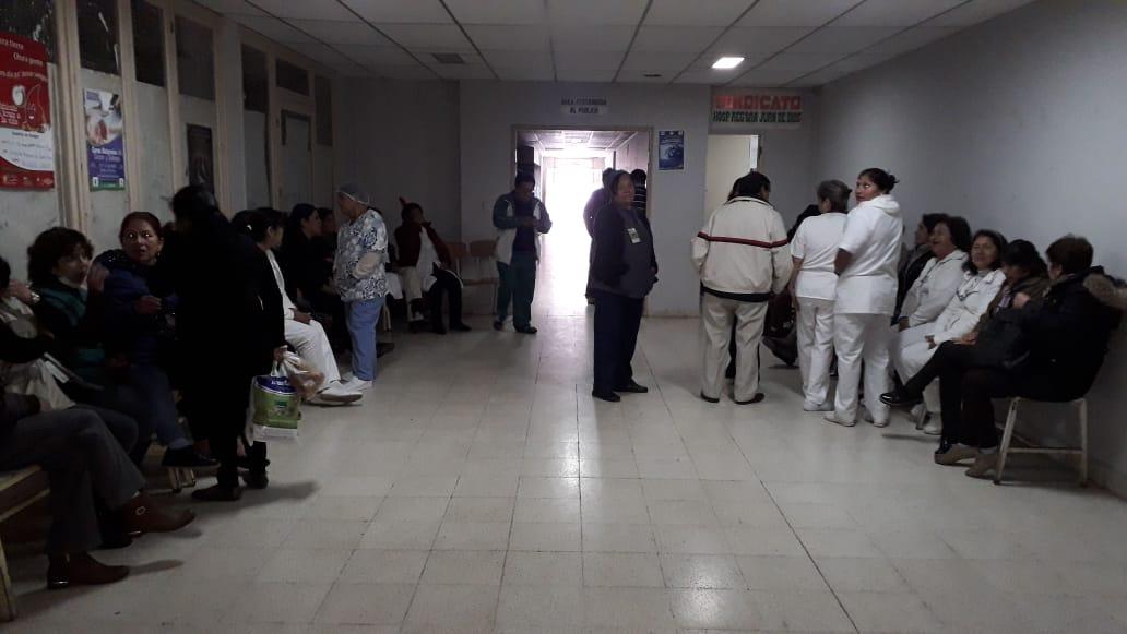 Trabajadores en Salud acatan paro de brazos caídos por impago de beneficios