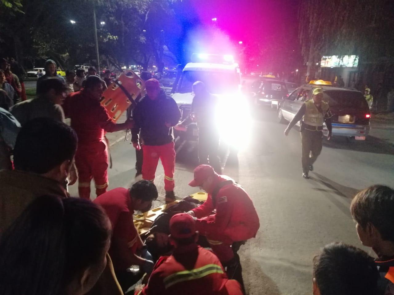 Motociclistas colisionan y resultan heridos