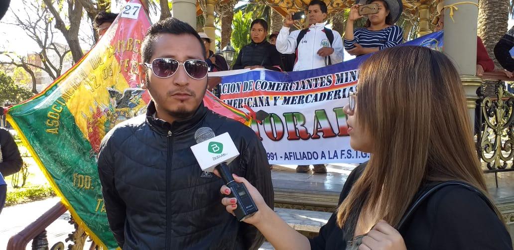 """Marchas y bloqueos en Tarija por ley que regula venta de """"ropa americana"""""""