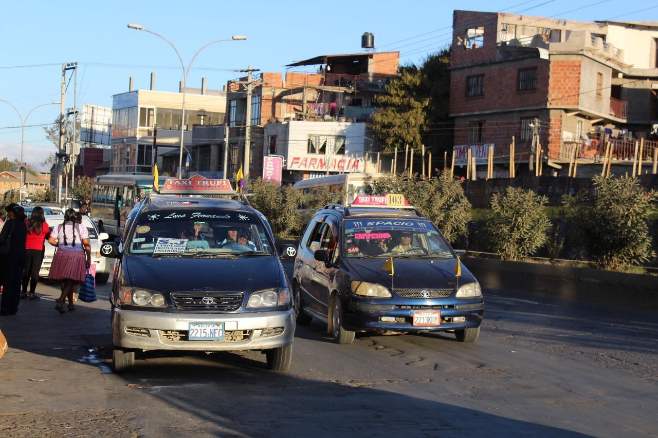 """Línea de taxi trufi """"amarillo y blanco"""" fue suspendida por uso de rutas clandestinas en Tarija"""