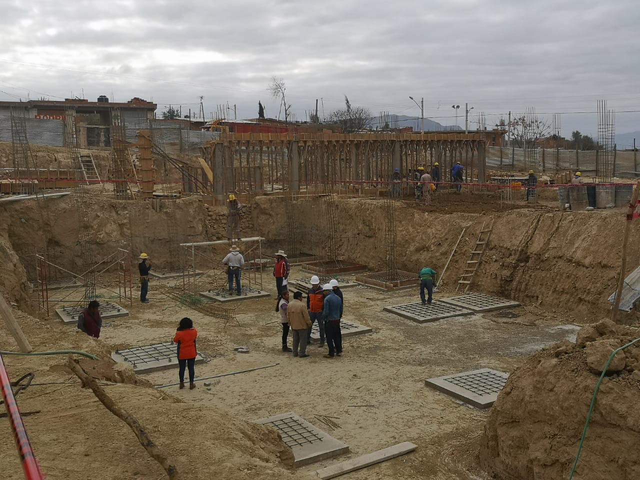 Paz inspecciona avance de obra en unidad educativa Nueva Esperanza de Tarija