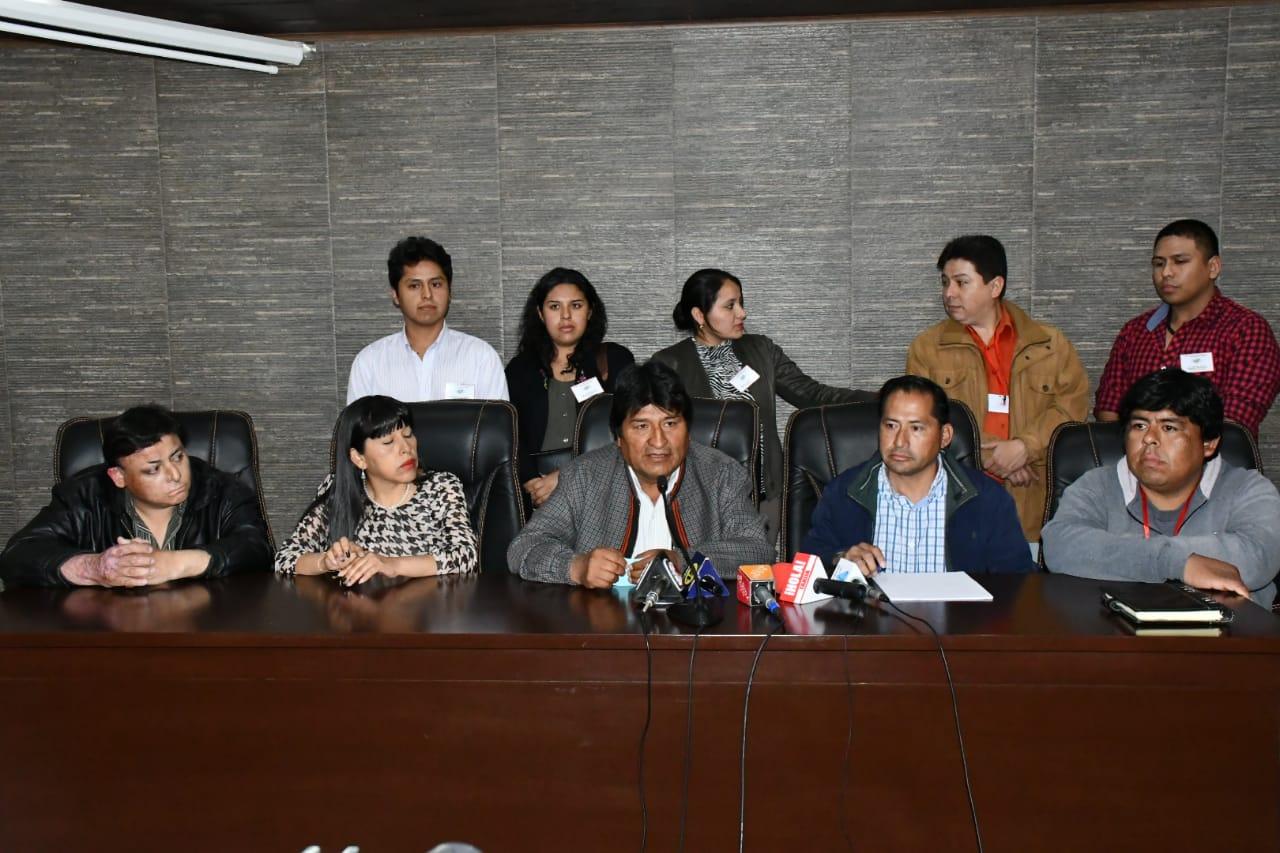 """Acuerdo """"de paz"""" entre cívicos de Tarija y Evo en víspera de elecciones"""