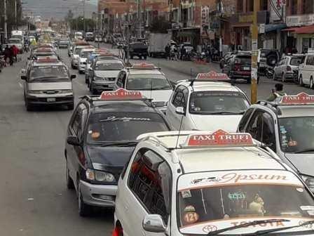 Taxitrufis en Tarija tienen hasta el 30 de septiembre para modificar asientos