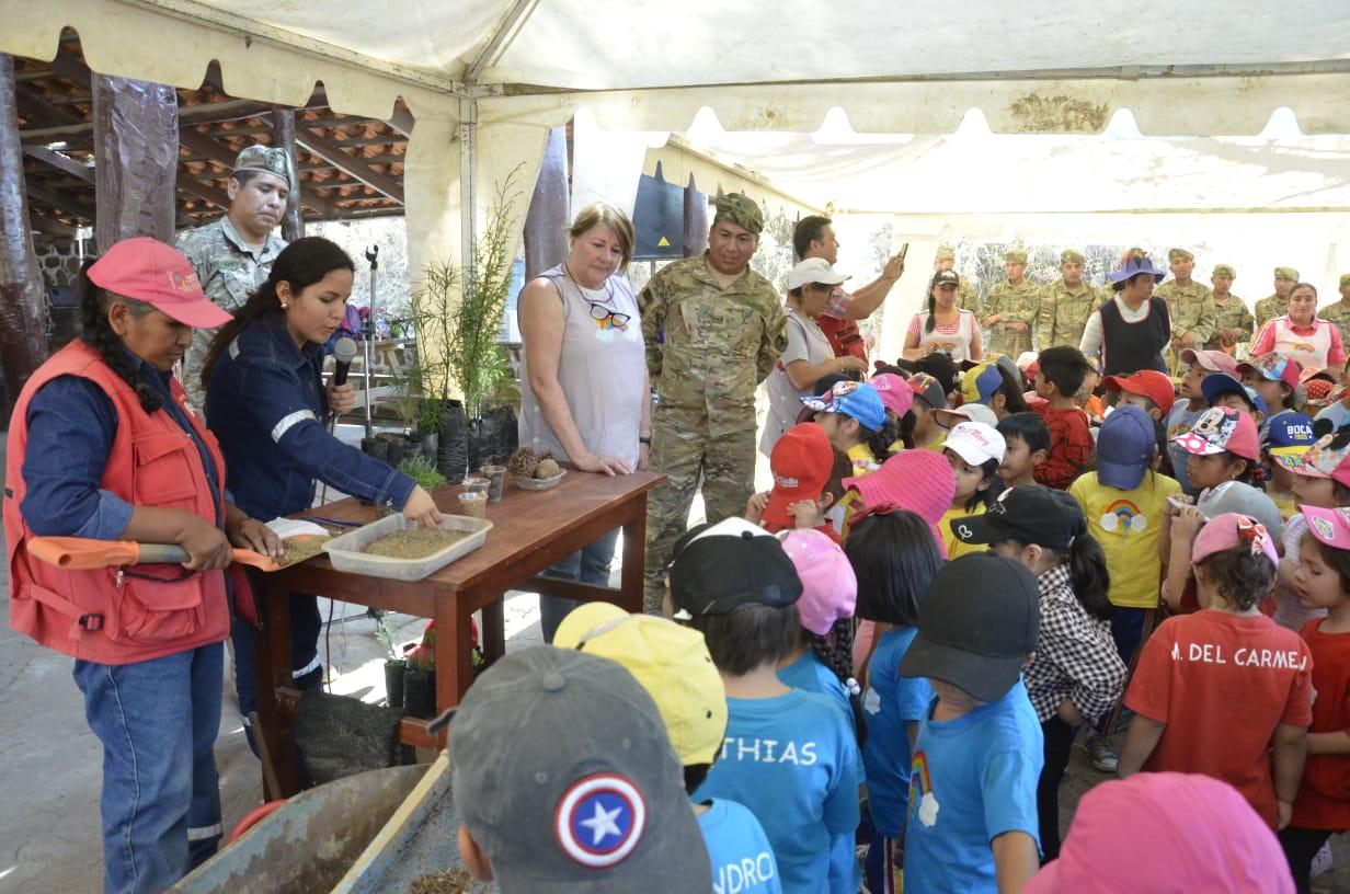 """Niños del kínder """"Arco Iris"""" adoptan un árbol en Tarija"""