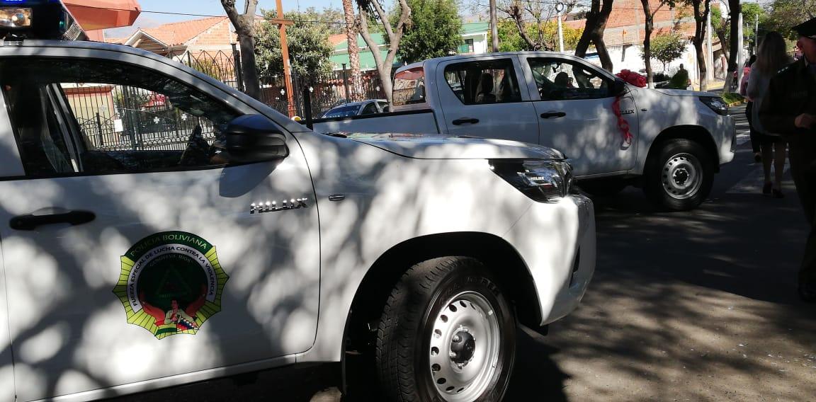 Alcaldía de Tarija entrega dos camionetas a la Fuerza Especial de Lucha Contra la Violencia