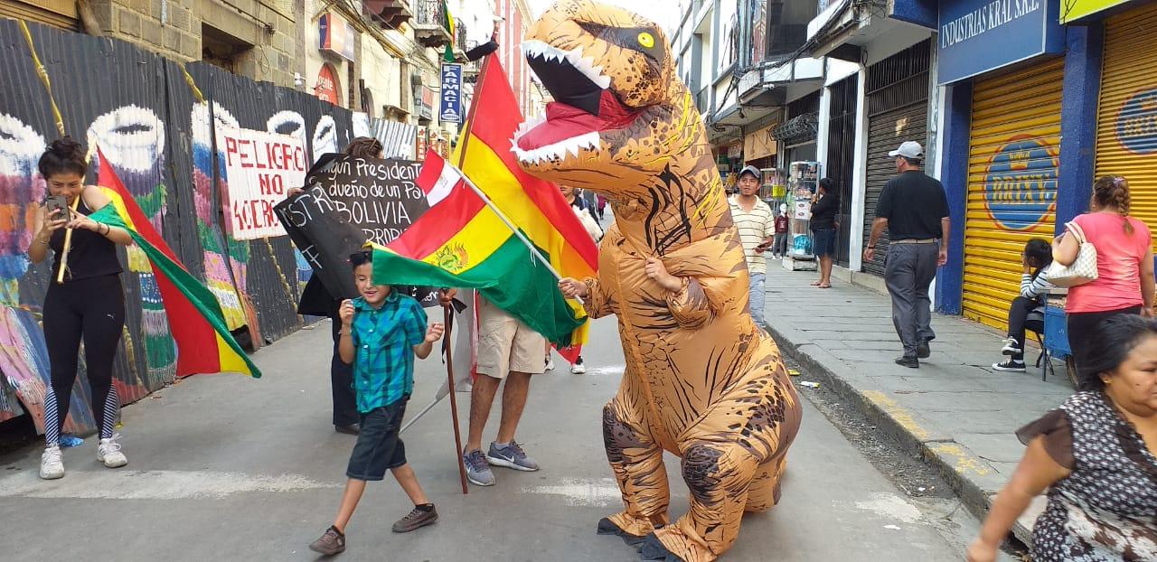 """Multitud fue partícipe de marcha en """"Defensa de la democracia"""" en Tarija"""