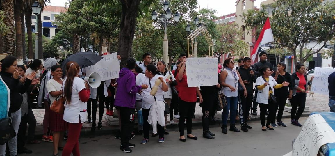 Enfermeros marchan pidiendo continuidad laboral en el SUS