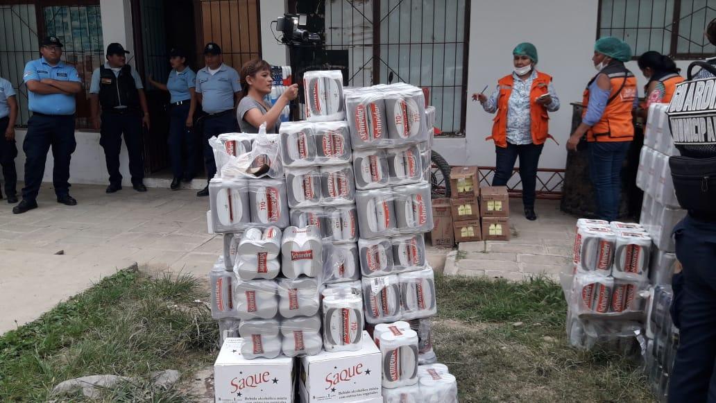 Decomisan 1.560 litros de bebidas en el Mercado Campesino de Tarija