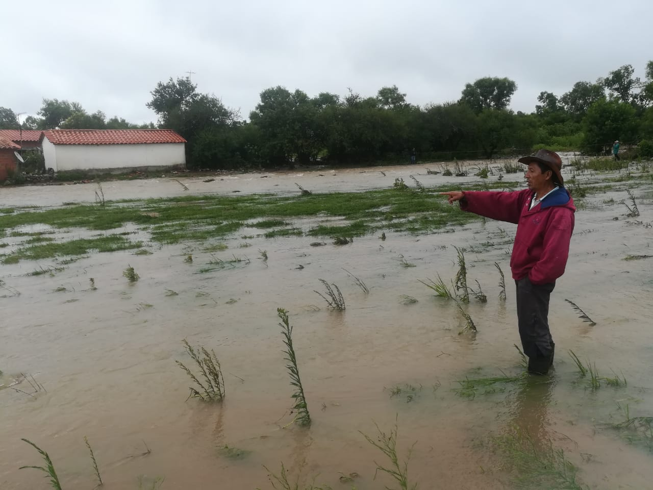 El desborde del río en San Andrés cercó a varias familias