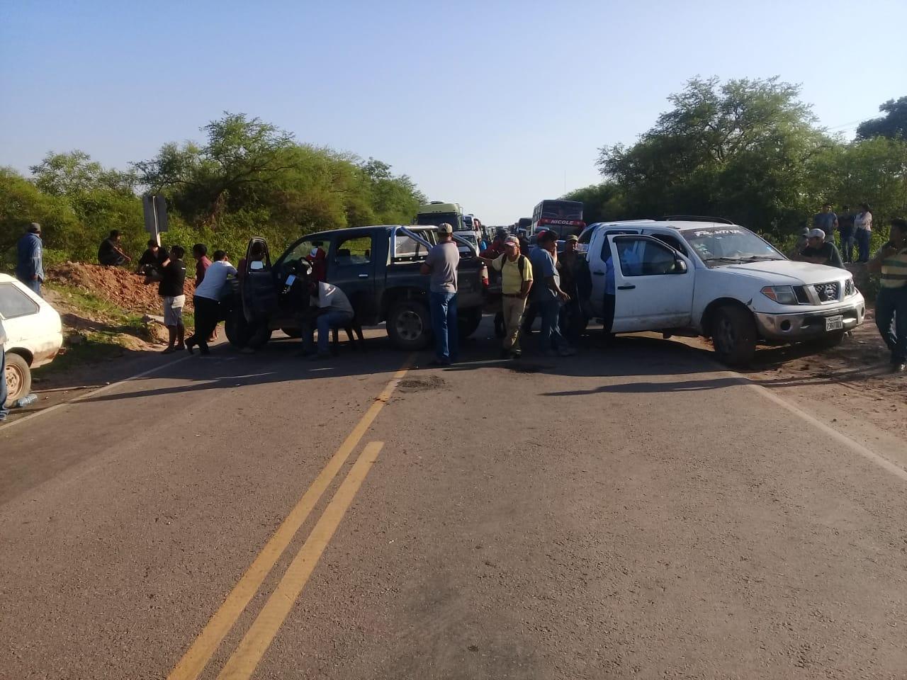Apícolas bloquean ruta 9 en Villa Montes