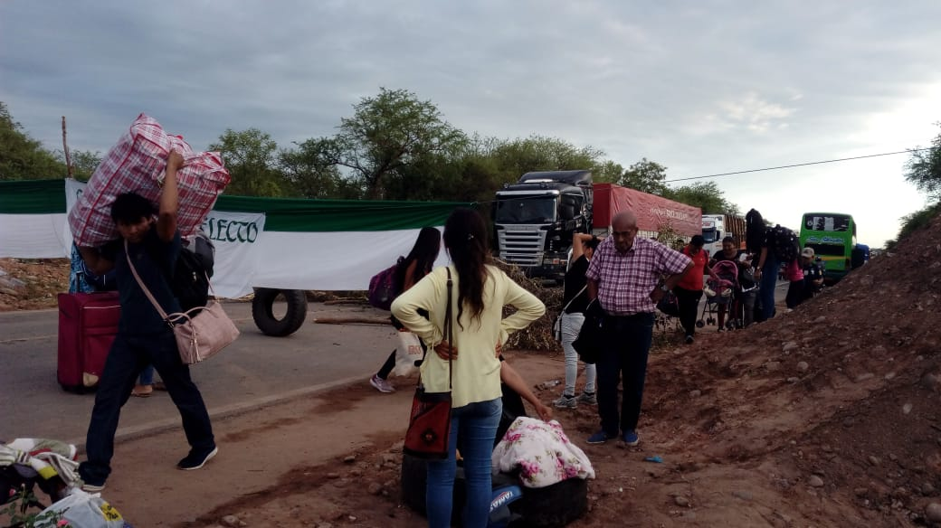 Cívicos bloquean ruta 9 de Villa Montes, piden la presencia del Ministro de Hidrocarburos