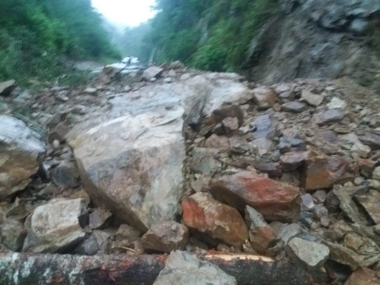 ABC: Rocas y lodo bloquean la ruta al Chaco y Bermejo