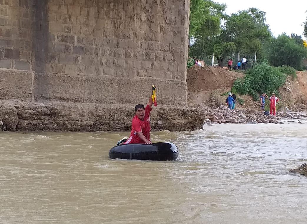 Limpieza simbólica y regata para rescatar el río Guadalquivir
