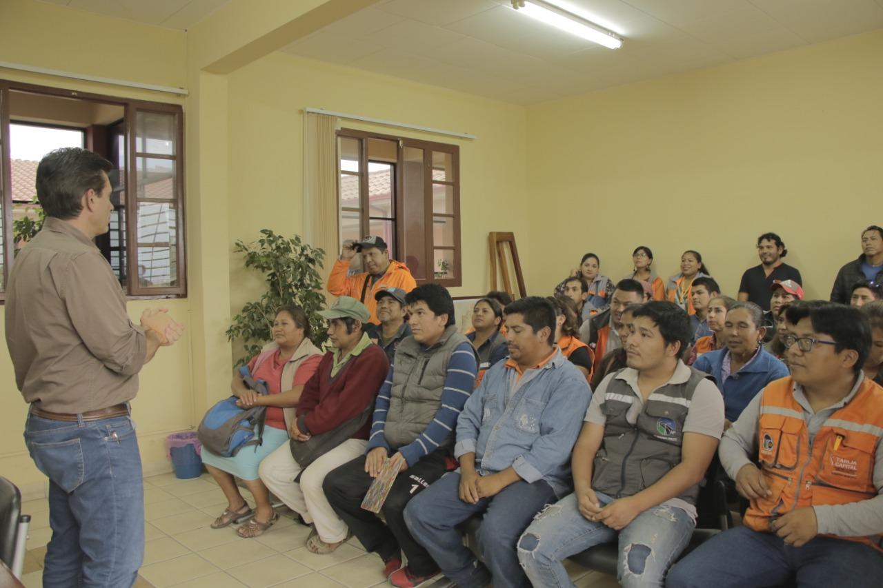 Alcalde Paz concluye la entrega de 50 ítems y mejora 180 contratos a favor de trabajadores