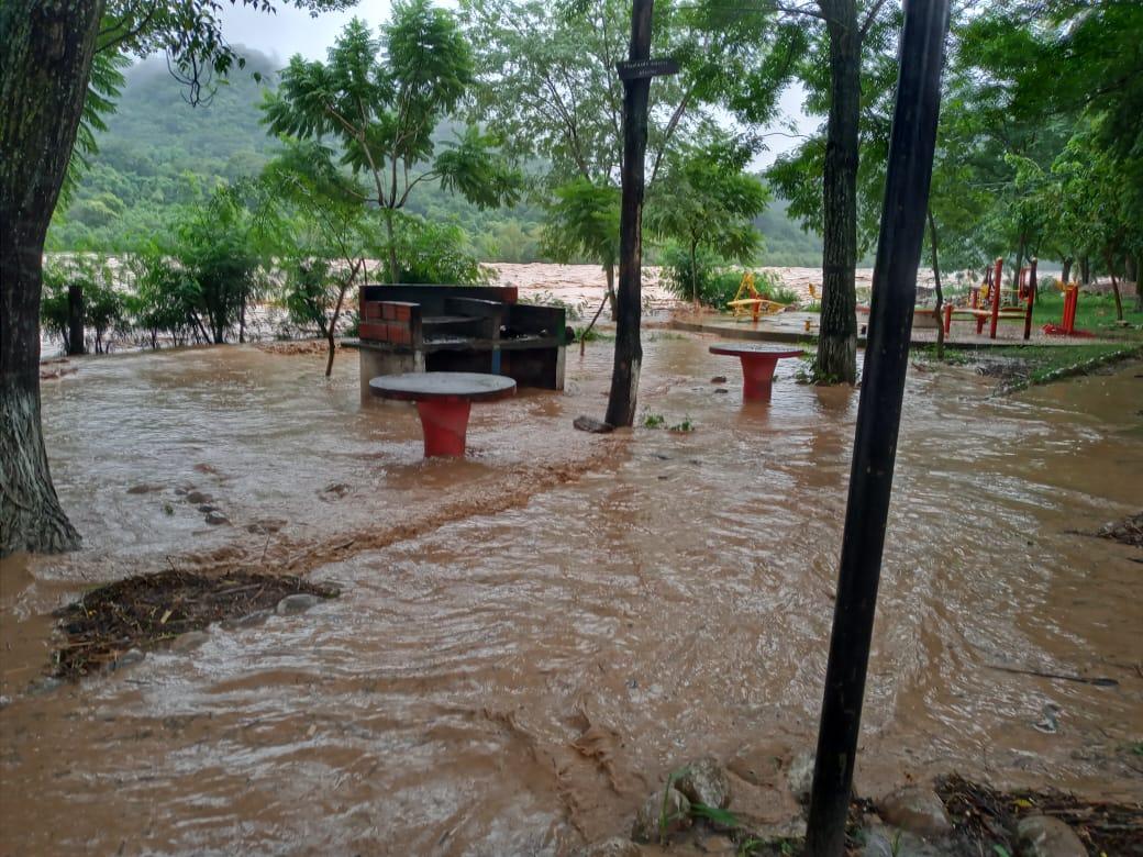 Intensas lluvias provocaron el desborde del río Bermejo