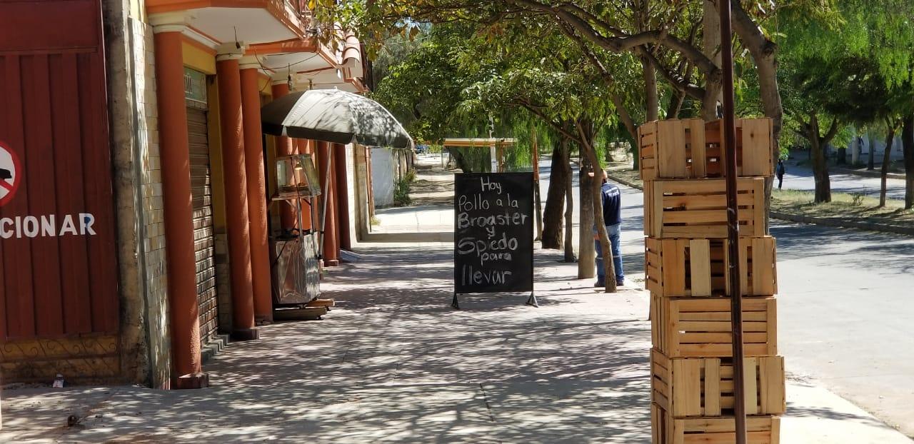 """Restaurantes en Tarija optan por el """"delivery"""" y entregas solo para llevar"""