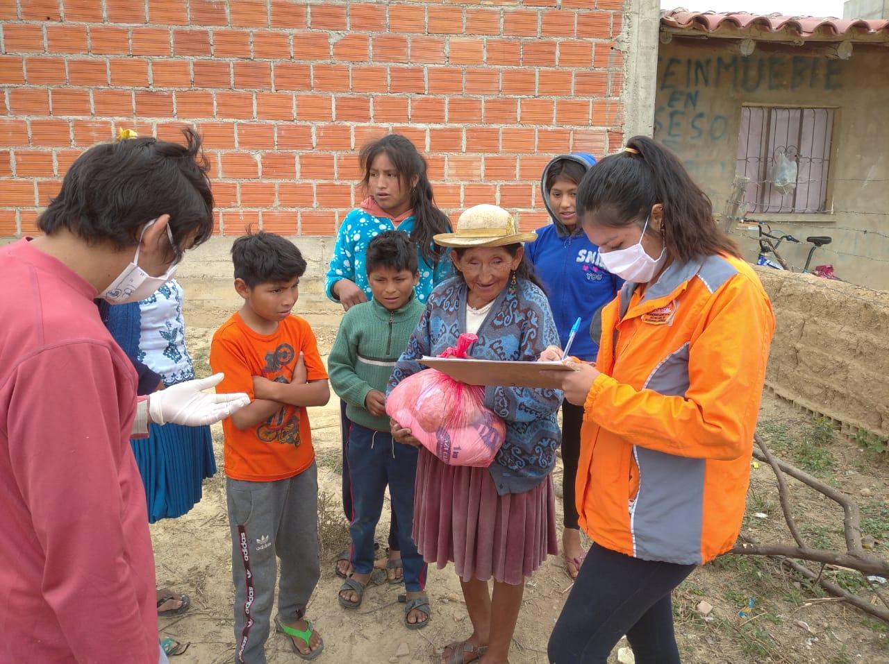Bus Solidario de la Alcaldía de Tarija entregó 20 toneladas de alimentos en un mes de cuarentena