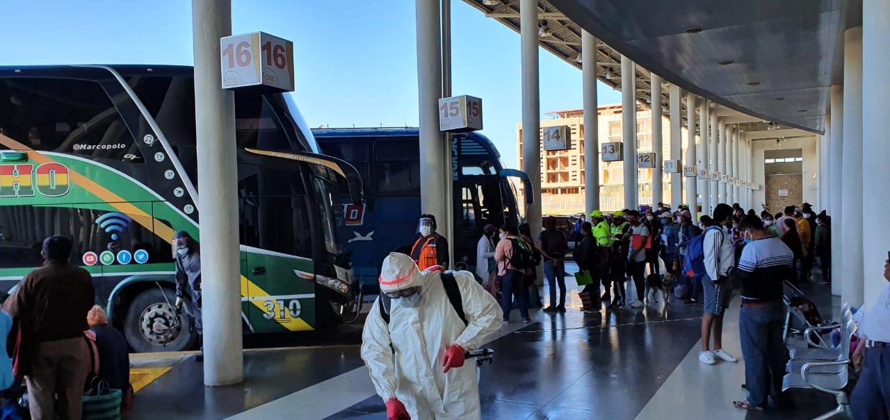 Alcaldía de Tarija consigue autorización para el traslado de 1.800 personas rumbo a sus municipios de origen