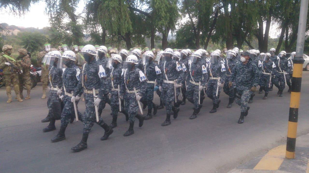 Policía y FFAA intensifican los controles por la cuarentena en Tarija