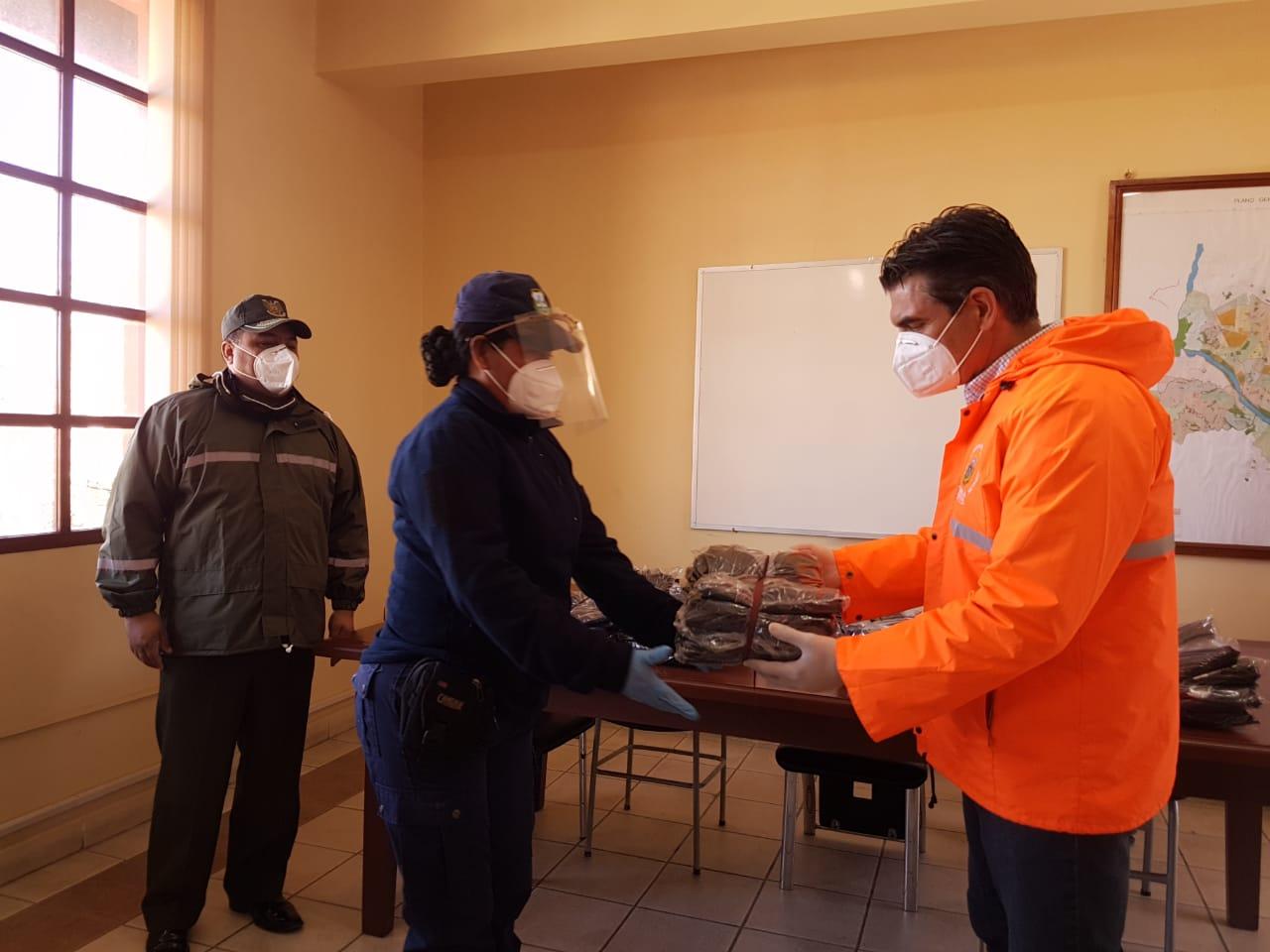 Alcaldía de Tarija refuerza con trajes de bioseguridad a la Guardia Municipal